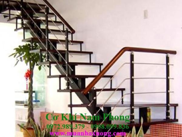 Làm cầu thang sắt tại TPHCM