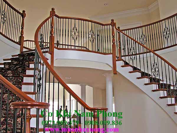 Mẫu cầu thang sắt tay vịn gỗ cao cấp