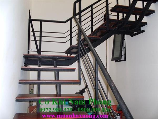Mẫu cầu thang sắt hiện đại