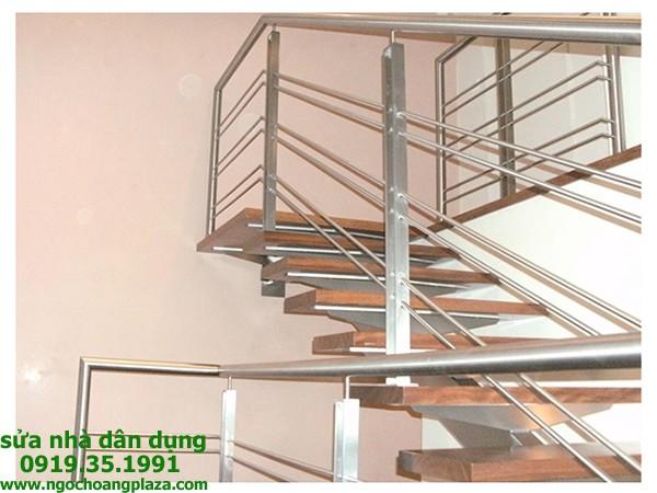 Làm cầu thang inox tại quận 1