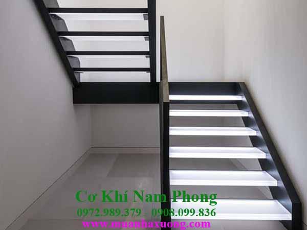 Thi công mẫu cầu thang sắt đơn giản